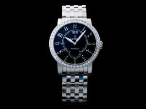 Lot #4812 – Corum Classical Grande Date Diamond Watch 922.203.47 Corum Corum 922.203.47