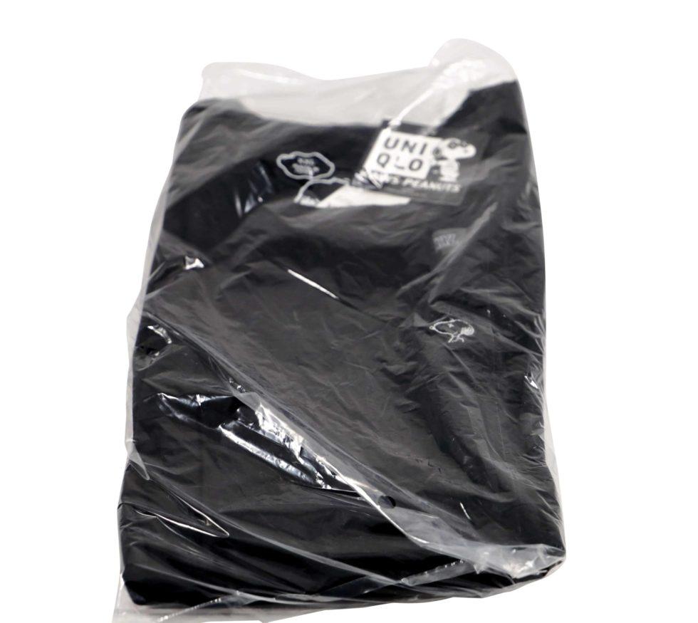 Lot #7192 – KAWS x Snoopy Peanuts T Shirt Black XXL Art Toys KAWS