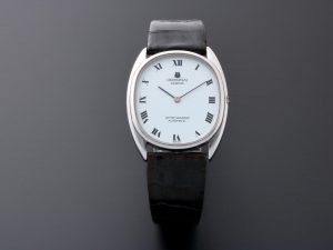 Lot #7584 – Universal Geneve White Shadow NOS Vintage Watch Universal Geneve Universal Geneve