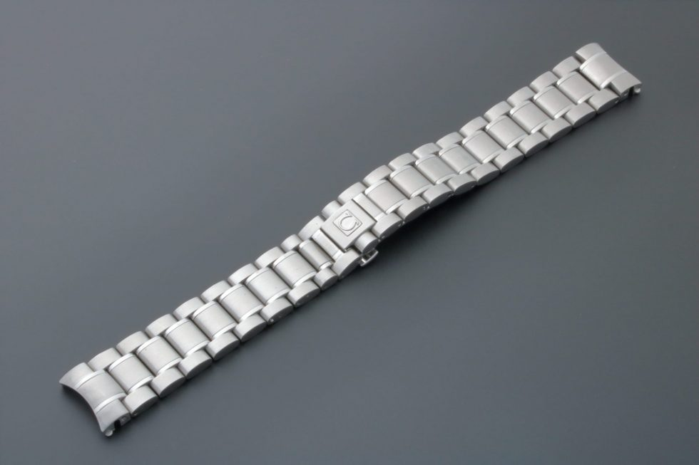 Lot #6738 – Omega Speedmaster 18MM 1562/850 Watch Bracelet 1562/850 Omega 1562/850
