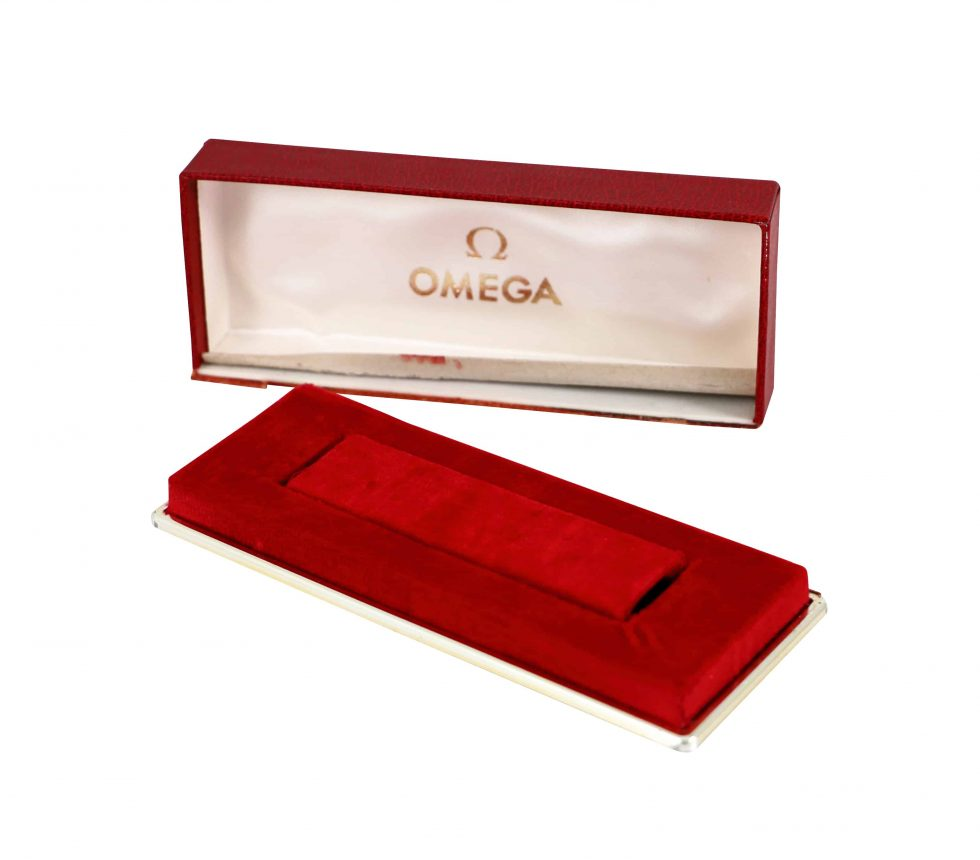 Lot #6800 – Vintage Omega Red Watch Box Omega [tag]