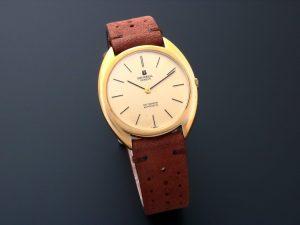 Lot #10482 – Vintage Universal Geneve Gilt Shadow Automatic Watch 566101 566101 Universal Geneve